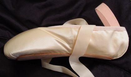 Sewing ribbons and elastics on pointe