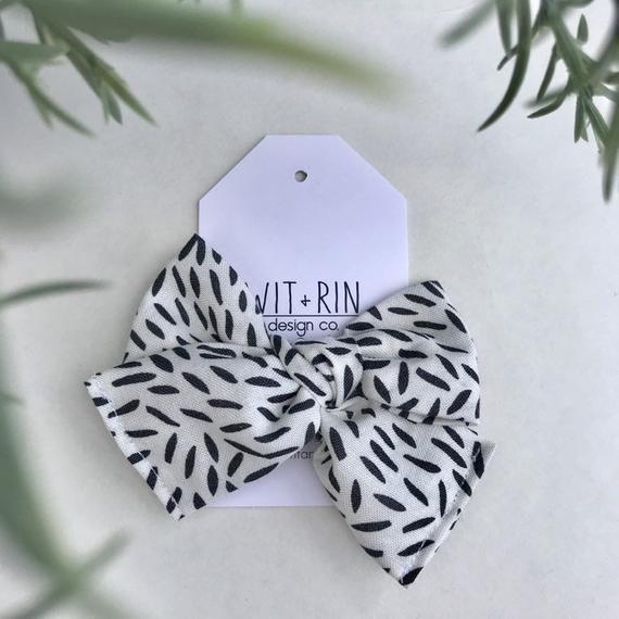 Bow Clip // Black and White Spec (pinwheel)