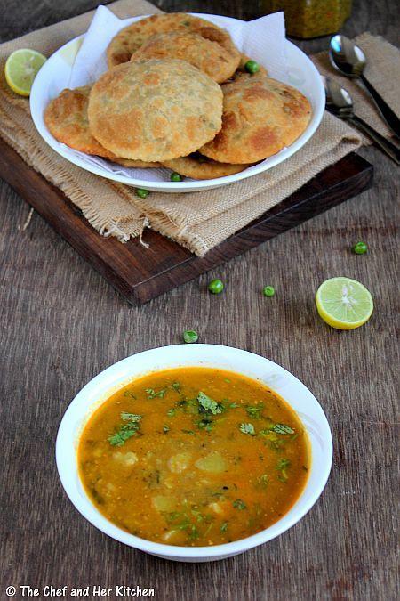 the chef and her kitchen matar kachori green peas kachori and alu sabzi delhi style indian on hebbar s kitchen kachori id=46260