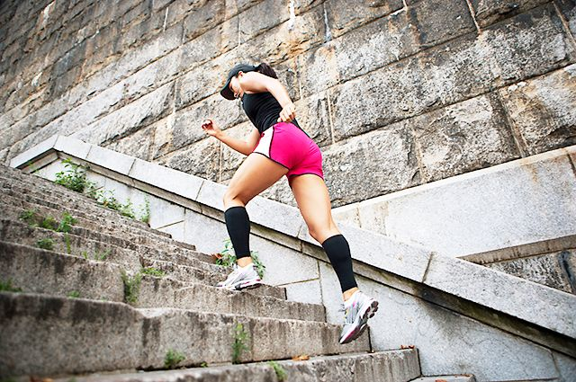 Turn your staircase into a fat burning machine. Re-pin and pass it on! #cardio #fitness