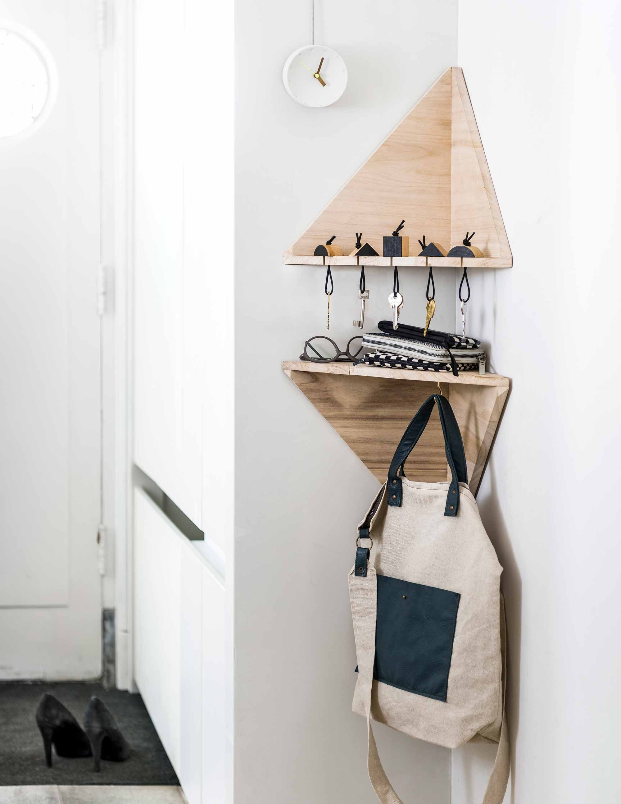 Space saving hallway furniture  étagère triangle  DIY  Pinterest  Corner Spaces and Masculine office