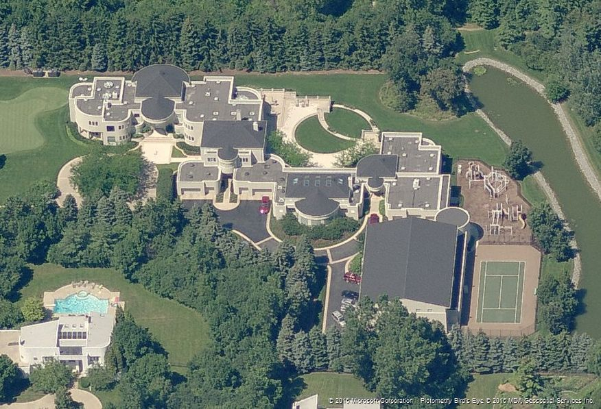 Aerial view of michael jordan 39 s former house in highland for Michael jordan real estate