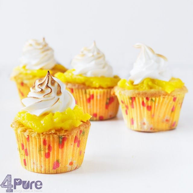Lemon meringue cupcakes and review Martha Stewart cupcakes | 4Pure #lemon #meringue #cupcakes #sweets #baking #4pure http://www.4pure.nl