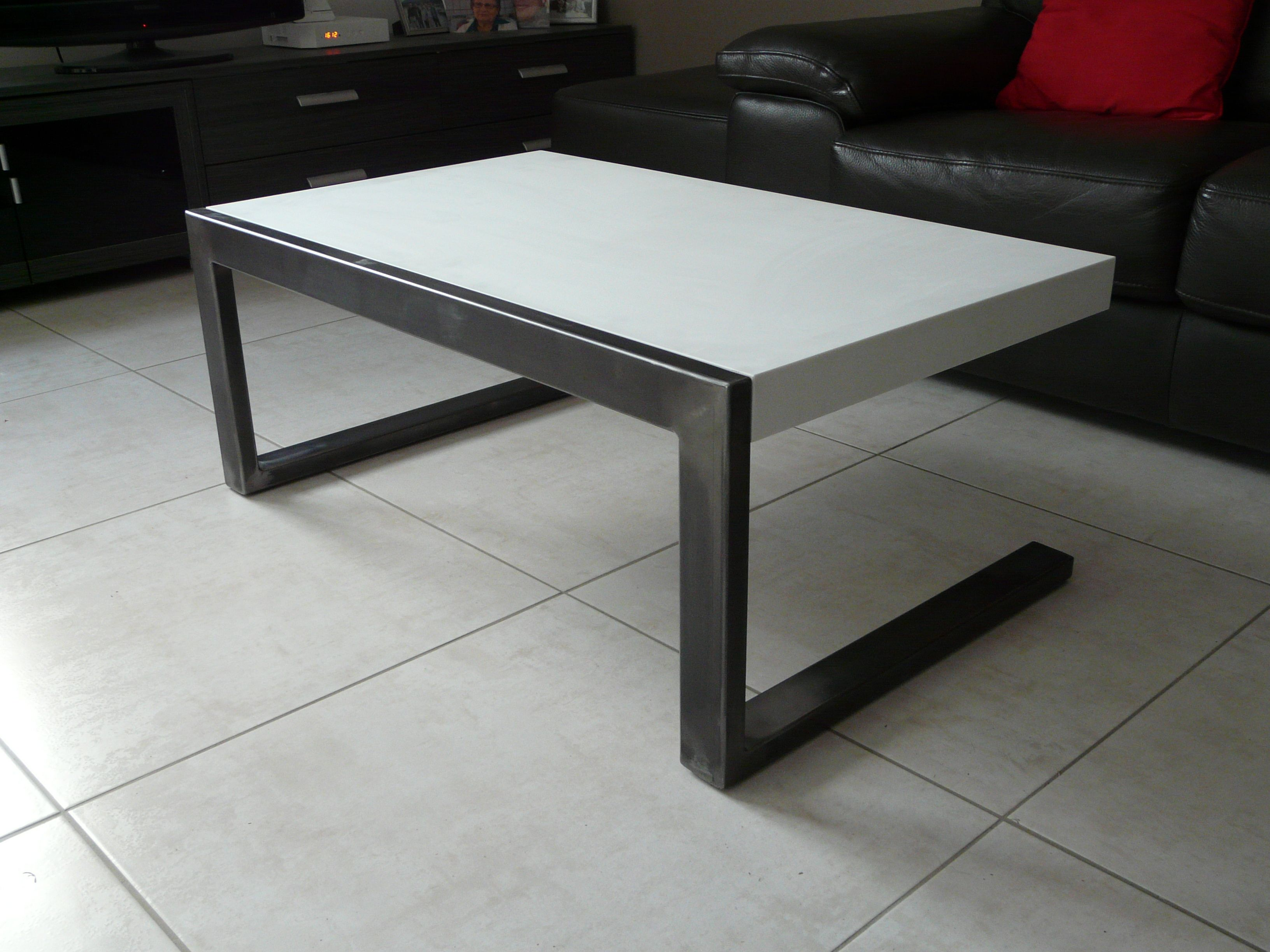 Table Acier Et Corian Blanc Structure En Acier Soude Tres Solide