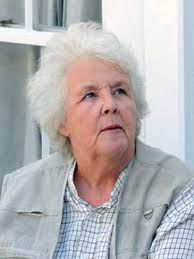 stephanie cole on the doc martin set filming series 4 in. Black Bedroom Furniture Sets. Home Design Ideas