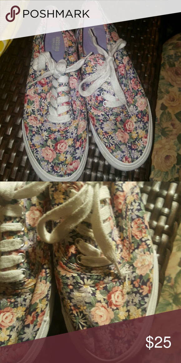 4cfe50c826 Mossimo floral print sneakers