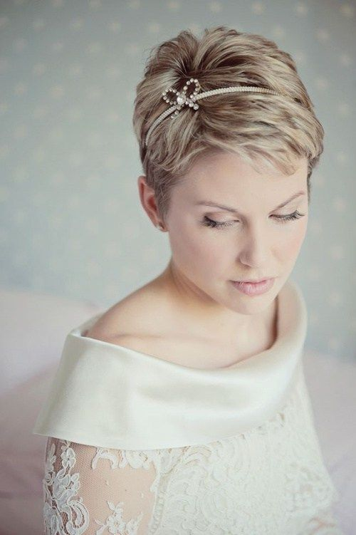 20 Breezy Beach Wedding Hairstyles And Hair Ideas Short Hair Bride Short Bridal Hair Short Wedding Hair