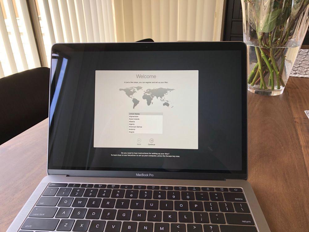2017 Apple Macbook Pro 13 I7 16gb Ram 256gb Ssd Space Grey Gently Used Macbook Pro 13 Inch Apple Macbook Pro Macbook Pro