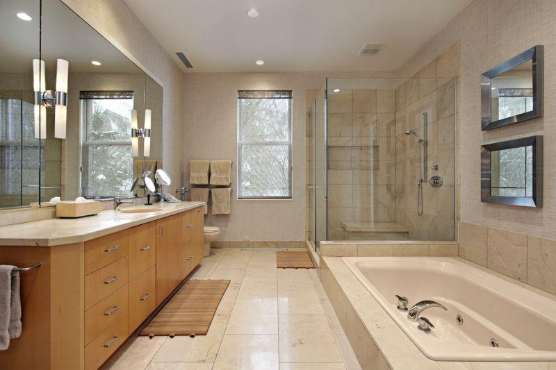 Platzsparende Badewanne Eingelassen Boden Weiss Fliesen Dusche Glas