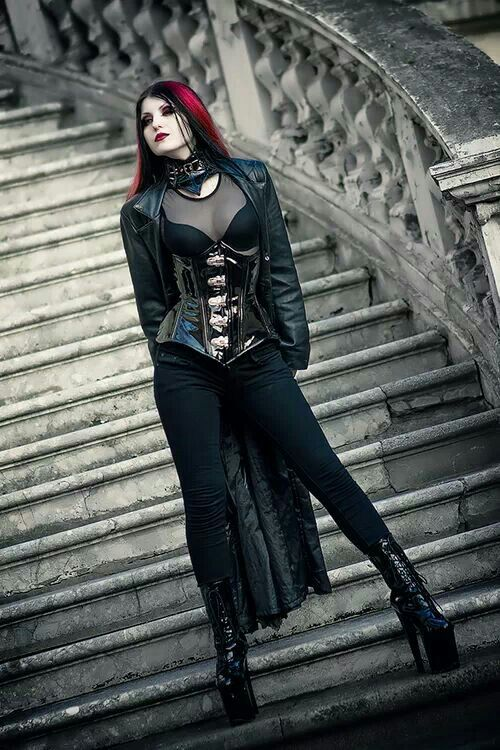 Cool picture, the staircase is a wonderful background Goth - vorh nge f r die k che