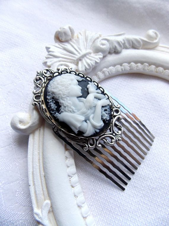 "Victorian silver haircomb with cameo  ""Dame la colombe"""