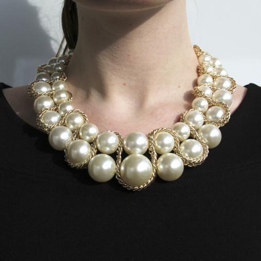 ed4a323b1271 Collar con perlas grandes Vibe Ochentera. Aros con dos perlas  It-girl