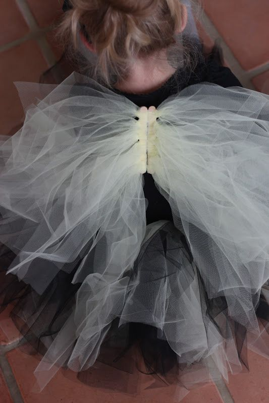 Diy wings from tulle and popcicle sticks sweet crafty do it yourself divas diy tulle halloween costume wings solutioingenieria Image collections