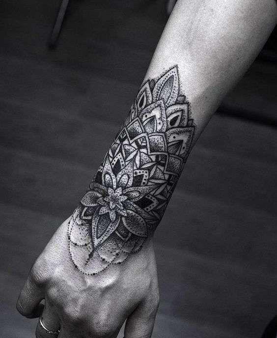 Tatuaggi uomo mandala , Mandala tattoo sul braccio