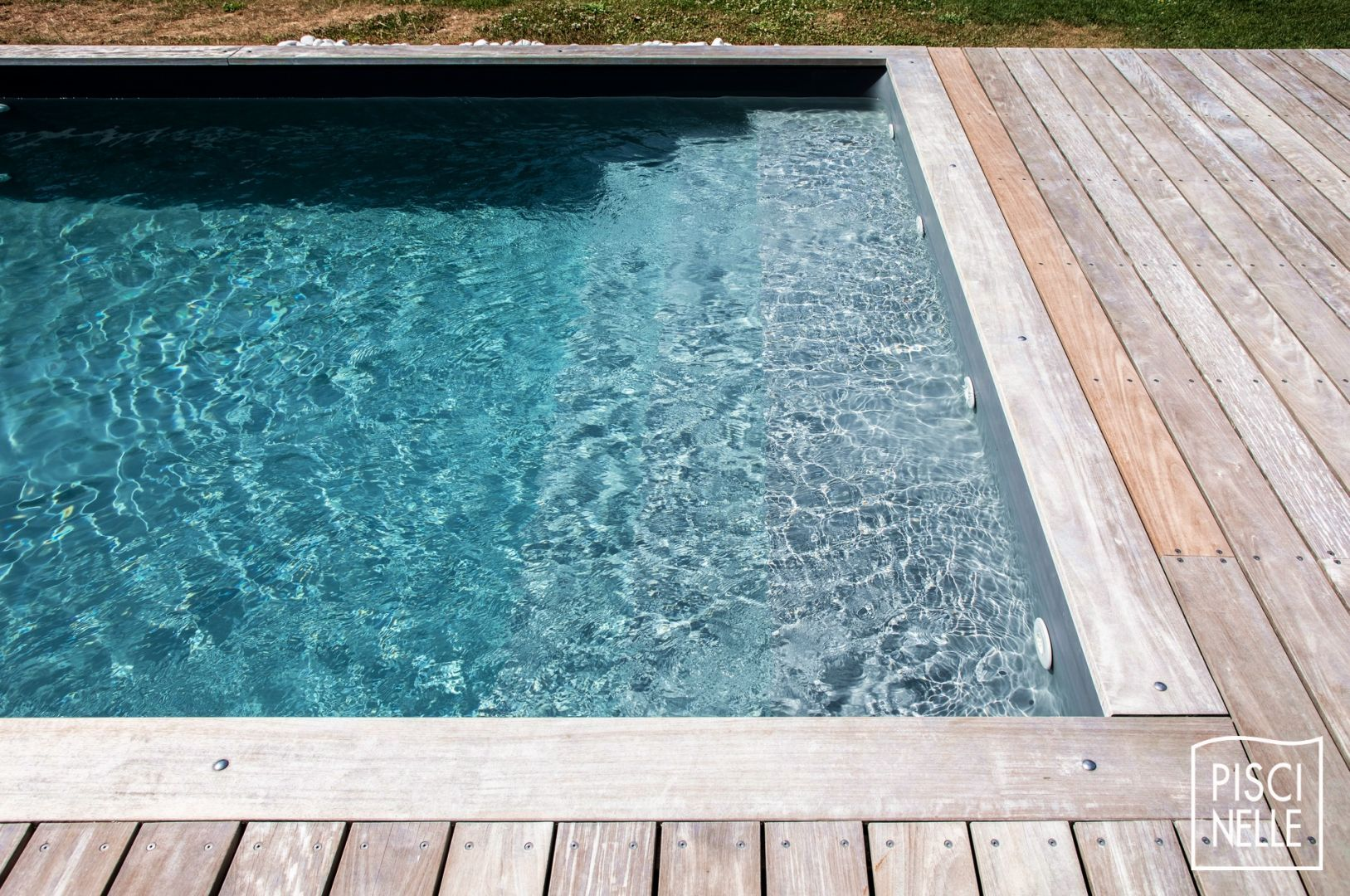 Pool Trends Knife Edge Pools For A Slightly More Upscale Design