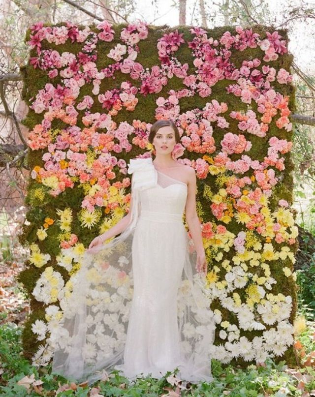 Love the flower wall