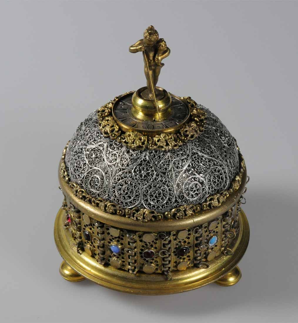 Table Clock By Elias Kreittmeyr 1639 97 Of Friedberg Embellished With Silver Filigree Made For The Turkish Market H 16 7cms Angewandte Kunst Uhren Kunst