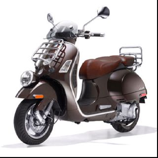 Vespa Gtv 300 Goes Max 80 Mph And 65 70 Miles Per Gallon If Gas Prices Keep Going Up You Will See My On One Of These Cuties