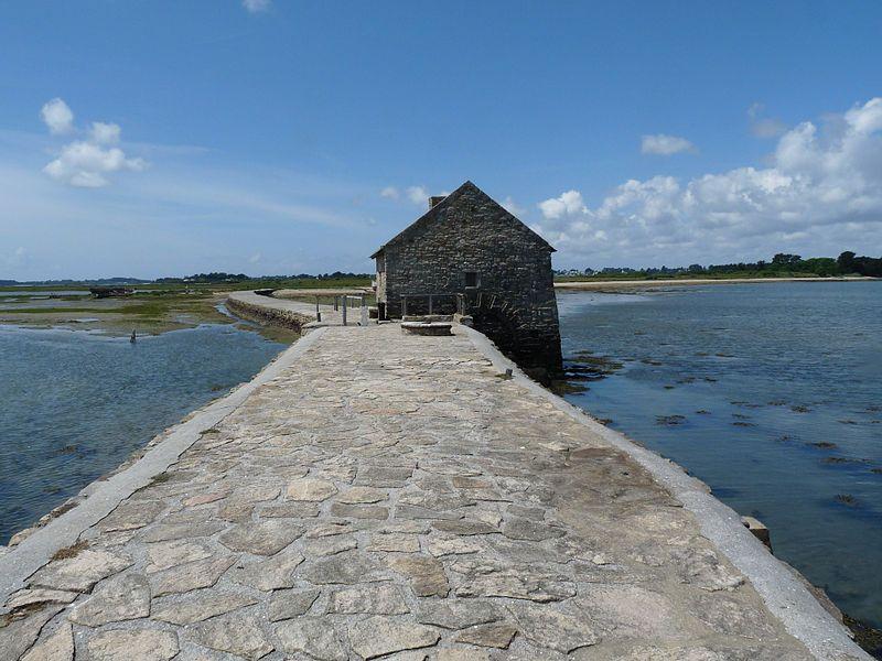 Le moulin du Berno et sa digue à marée entièrement restauré de l'Île-d'Arz.  Morbihan