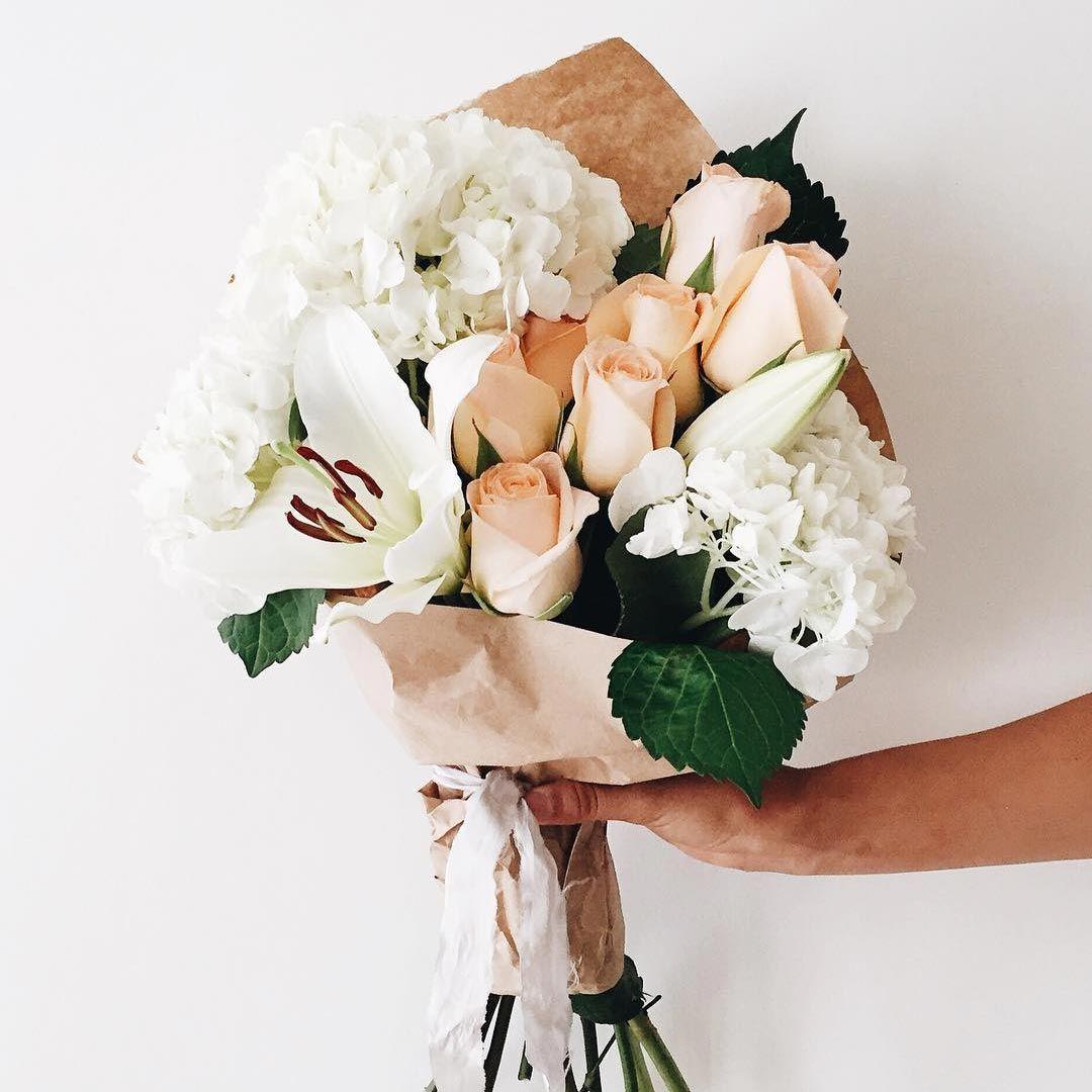 Заказать цветов букет руке фото
