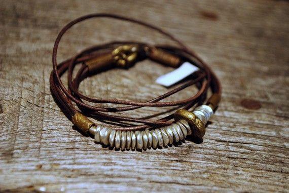 HARMONY DISCS Brown Leather Wrap Bracelet di LeighLuna su Etsy, $39.00