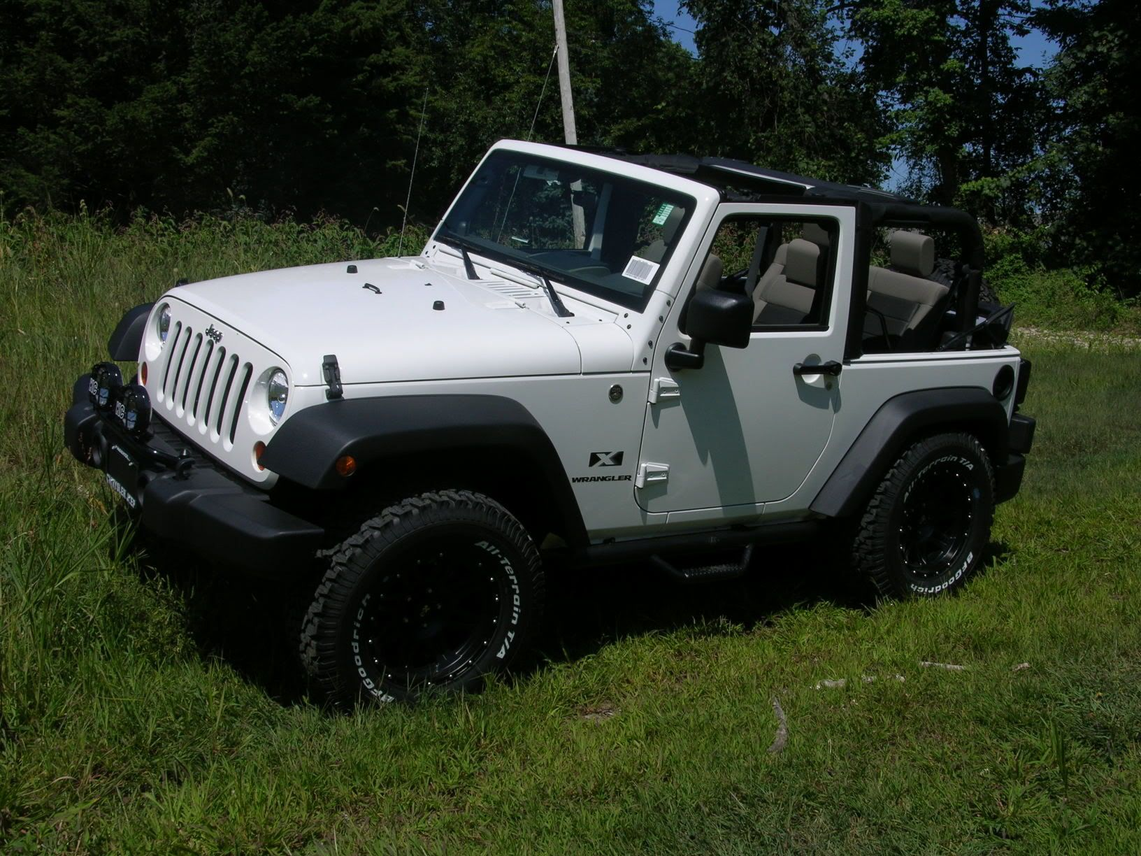 White Jeep Wrangler With A Black Tag Top This Will Be My First Car