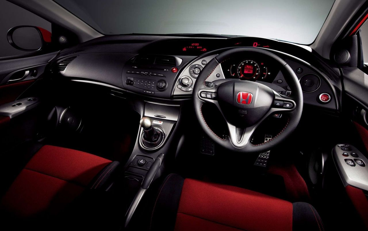 Honda civic type r euro spec cabin this model is made in the uk and imported for the jdm