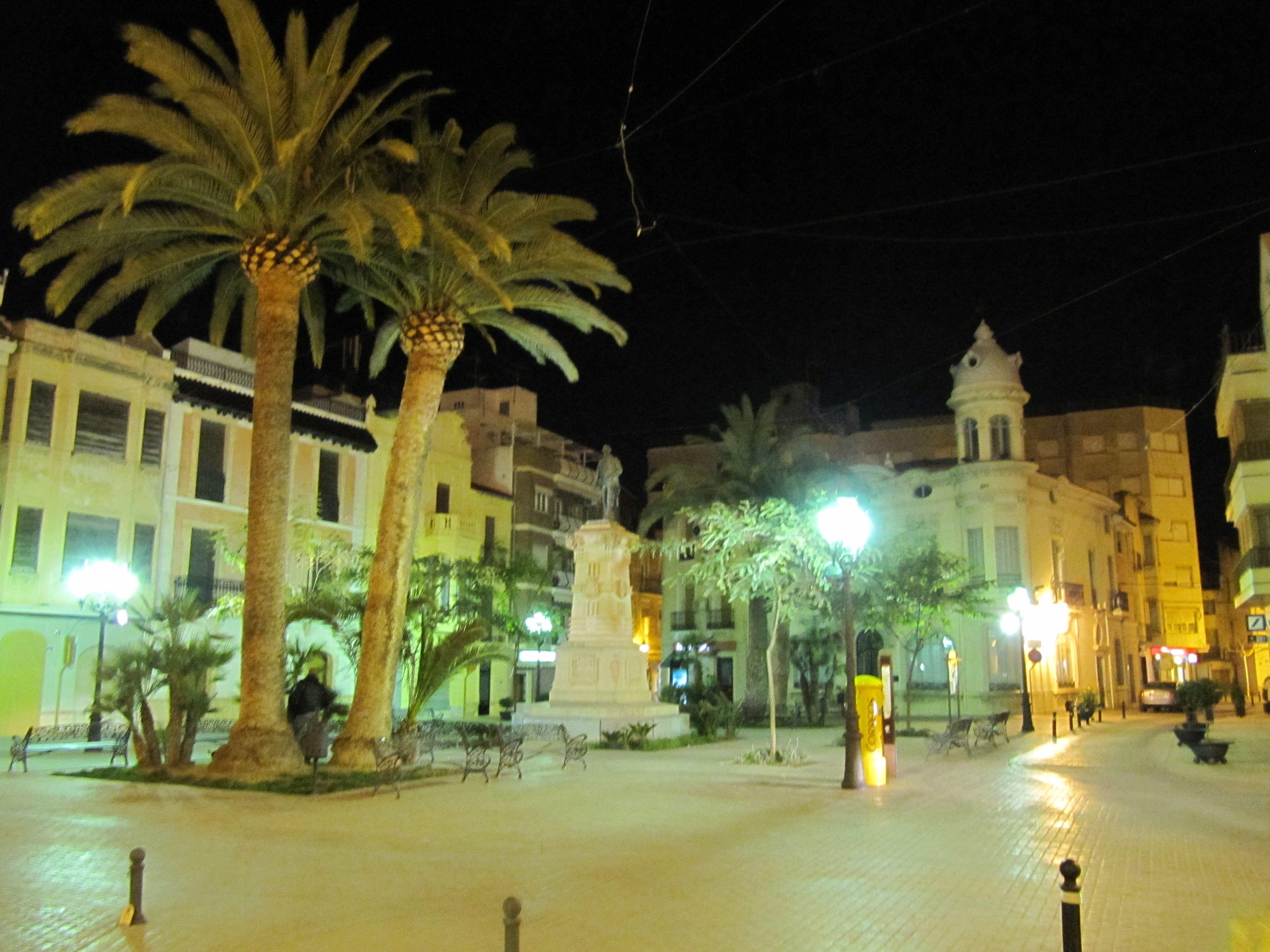 Plaza del Ayuntamiento (Plaza Vieja) de noche.