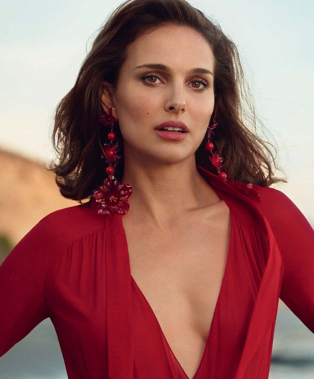 Natalie Portman Is A Red Hot Casual Mysterious Girl By