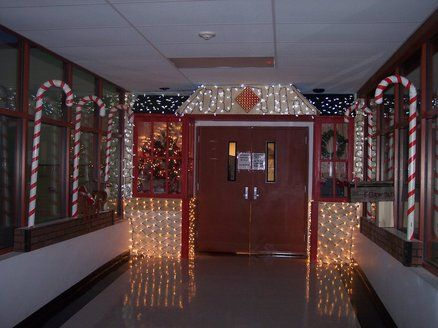 Hmmmm Ideas A Brewing Christmas Door Decorating
