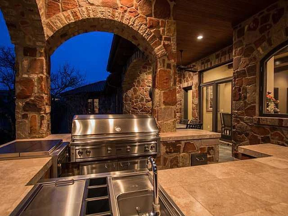 14 Incredible Outdoor Kitchens That Go Way Beyond Grills Photos Outdoor Kitchen Outdoor Kitchen Design Outdoor Kitchen Patio