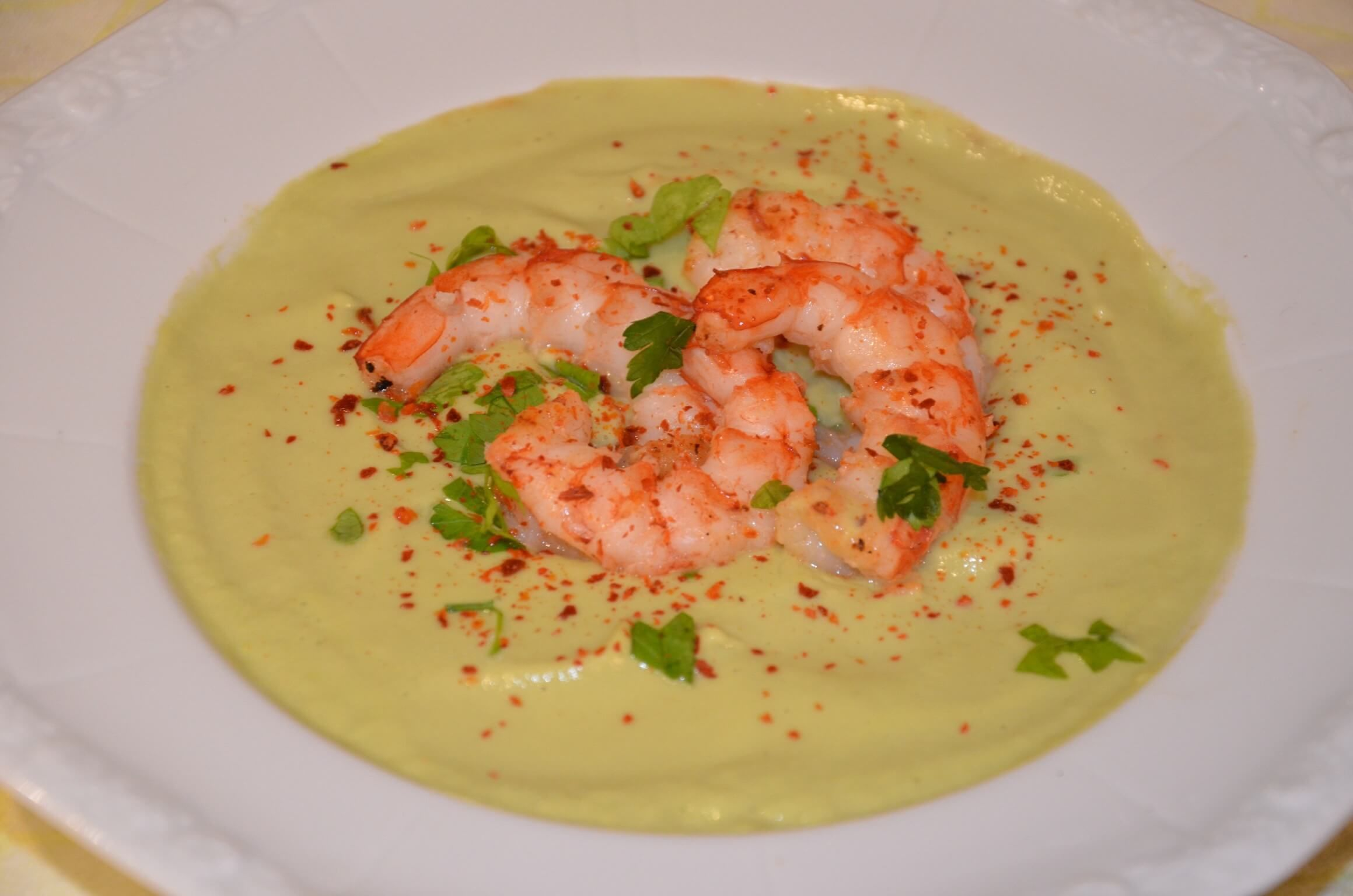 Limetten Avocado Suppe mit Garnelen