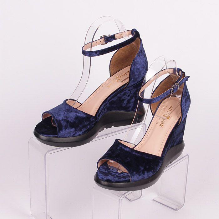 218d19e5a13 Летни дамски сандали от синьо кадифе, висока платформа - 3 см. отпред, 10