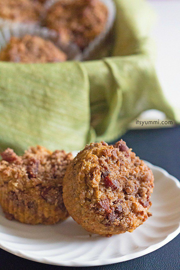 pumpkin-bacon-streusel-muffins from @itsyummi for #baconmonth #pumpkinmuffins