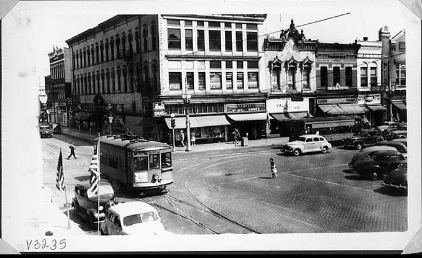 North Side Of Courthouse Square Marion Indiana In The 1940 S Kroger Freel Mason Visible In Photo Photo Marion Public L Marion Indiana Old Pictures Photo
