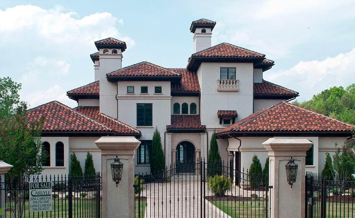 Clay Roof Tiles Installation Cost Pros Cons Clay Vs Concrete Clay Roof Tiles Spanish Style Homes Clay Roofs