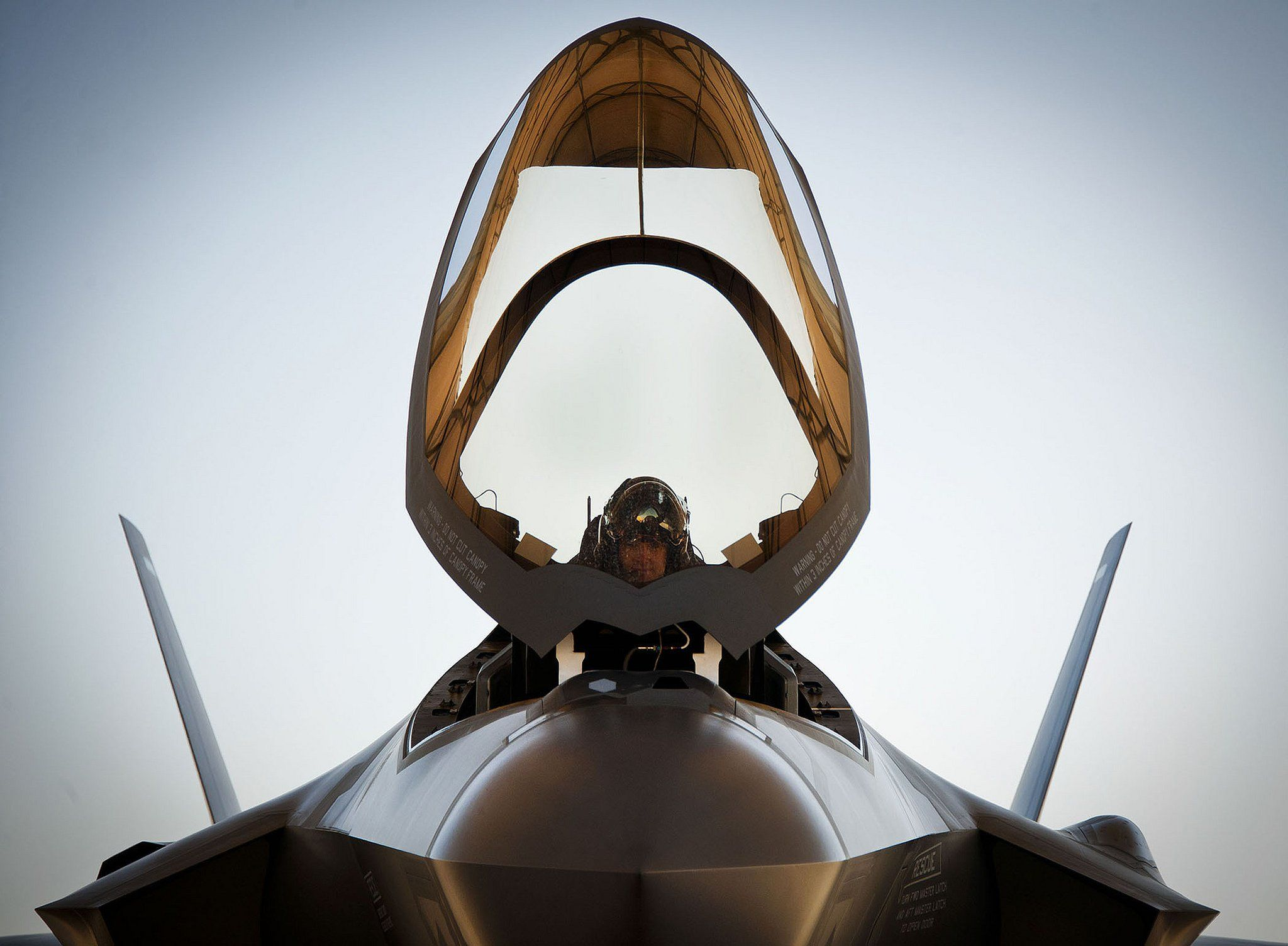 Dogfighting in an F-35 is 'like having a knife fight in a telephone booth'