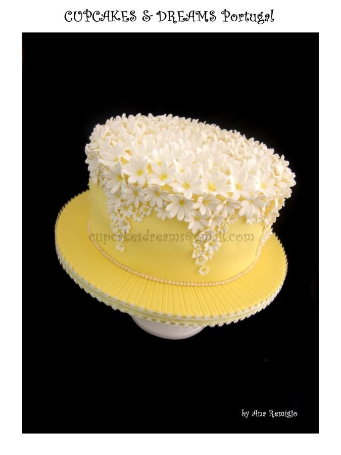 WHITE & YELLOW WEDDING CAKE - Cake by Ana Remígio - CUPCAKES & DREAMS Portugal