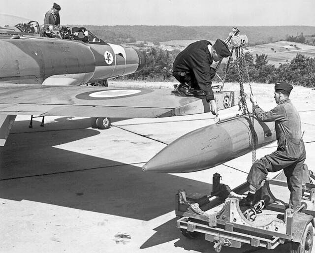 "Installing a Avro CF100 ""Canuck"" rocket pod on a 445"