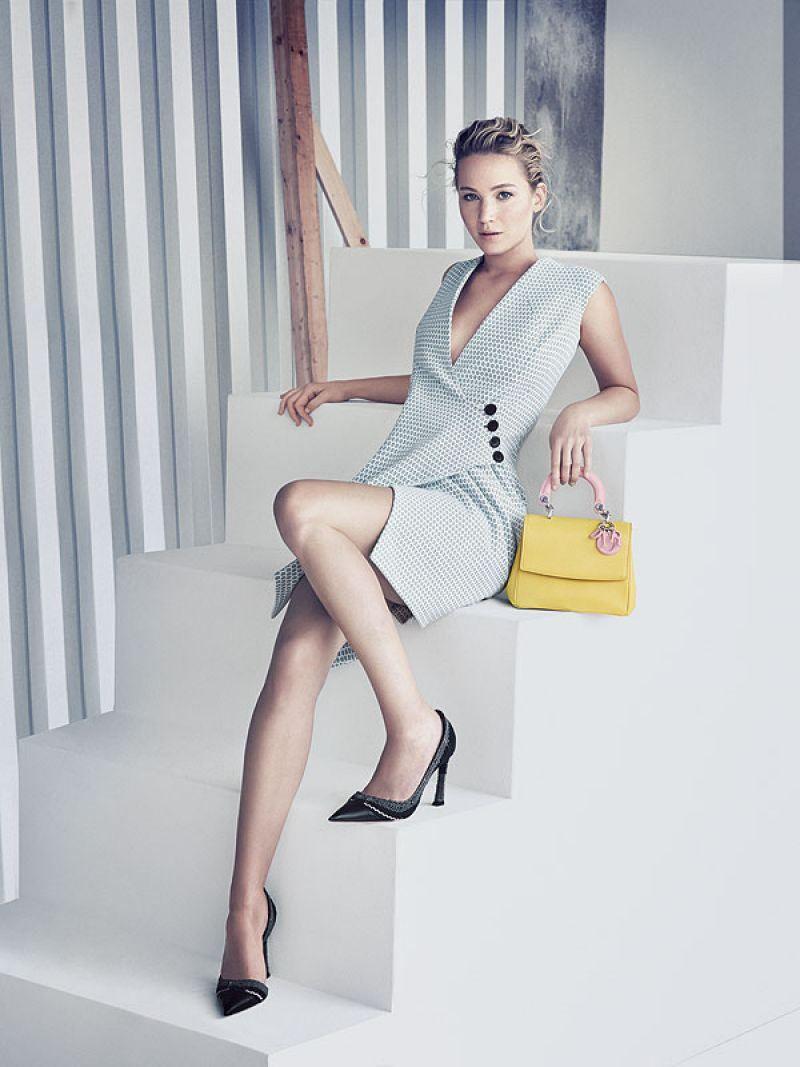 """La actriz de """"Los Juegos del Hambre"""" y estrella de Hollywood, Jennifer Lawrence, protagoniza la más nueva campaña """"Be Dior"""", fotografiada por el famoso fotógrafo de modas Paolo Roversi."""