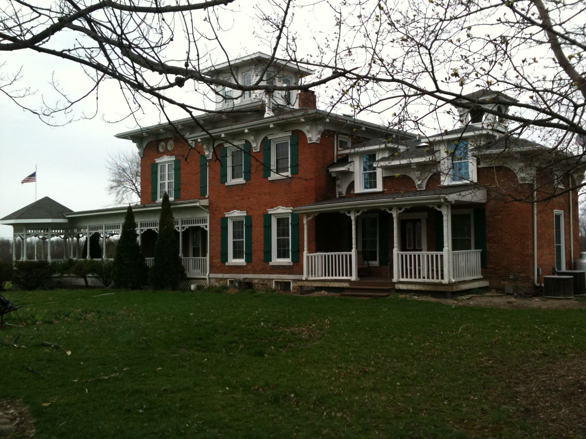 Woodruff Manor Bed and Breakfast is an Italianate style