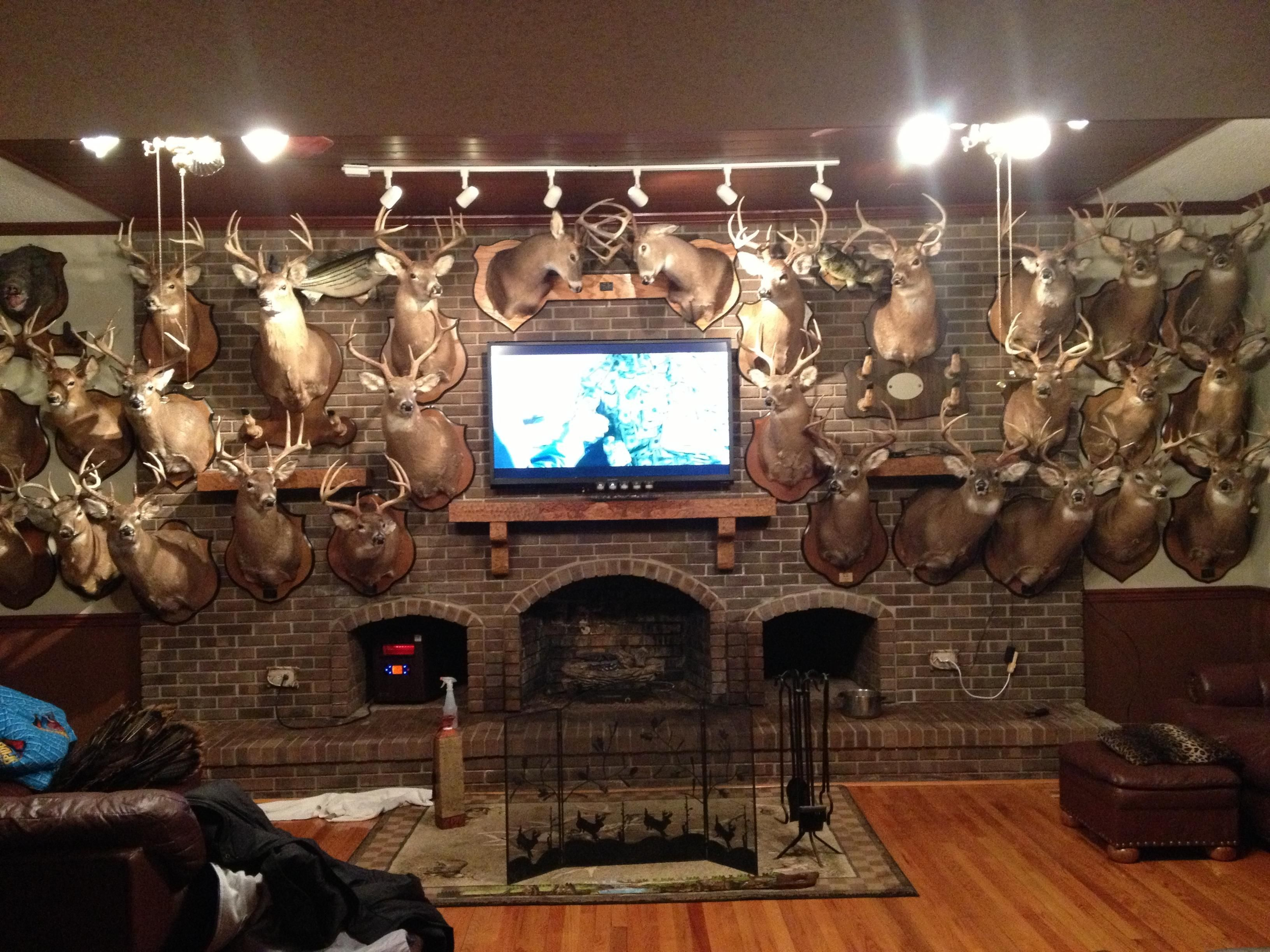 27 awesome man cave designs just in time football season - Mens bedroom ideas for apartment ...