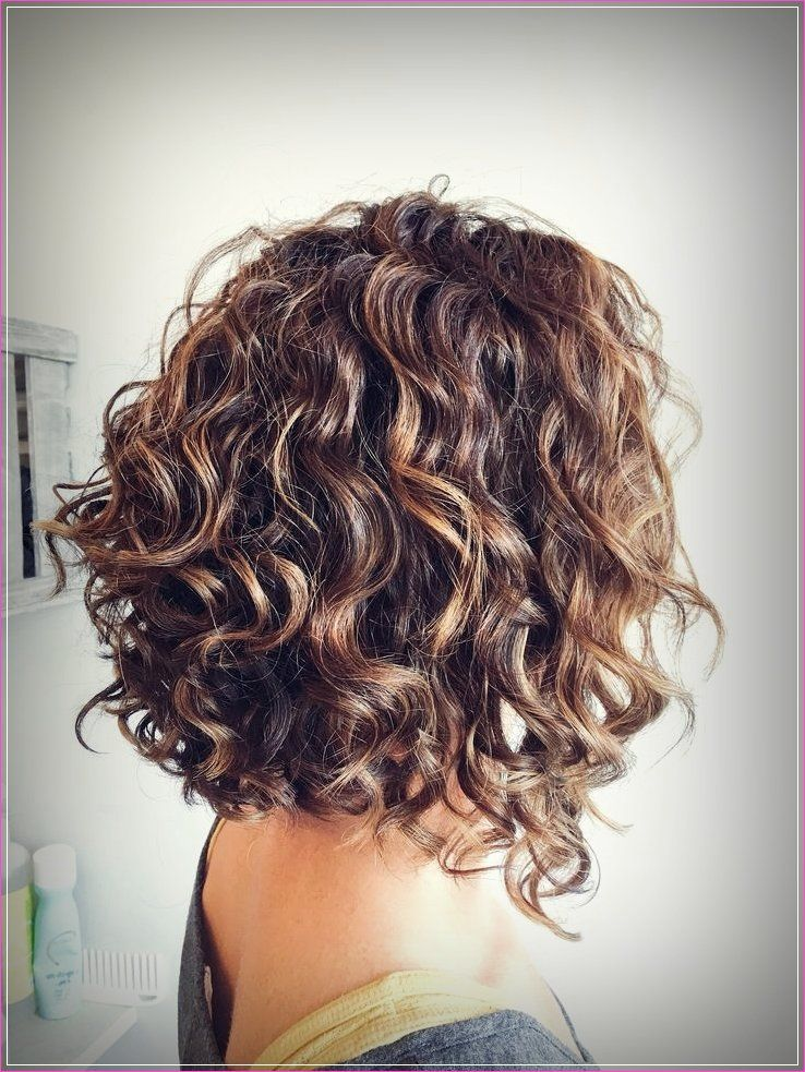 Einfache Frisuren Fur Kurzes Lockiges Haar Gestufte Haare Naturlocken Frisuren Bob Frisur