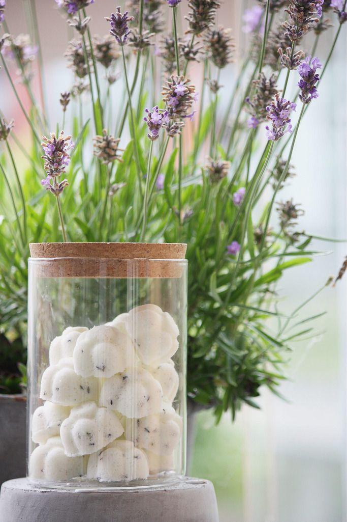 Lavender bath bombs. / Itse tehdyt laventeli-jalkakylpypommit. Kotikosmetiikkaohjeita lisää blogissa: