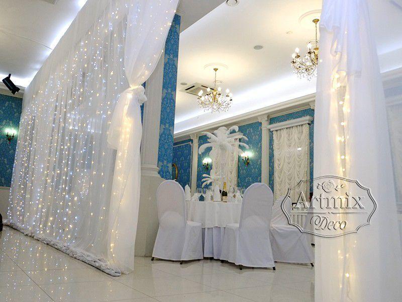 Белая свадьба в оформлении зала из страусиных перьев ...
