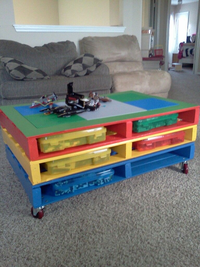 25 unique diy pallet table ideas pallets lego and easy. Black Bedroom Furniture Sets. Home Design Ideas