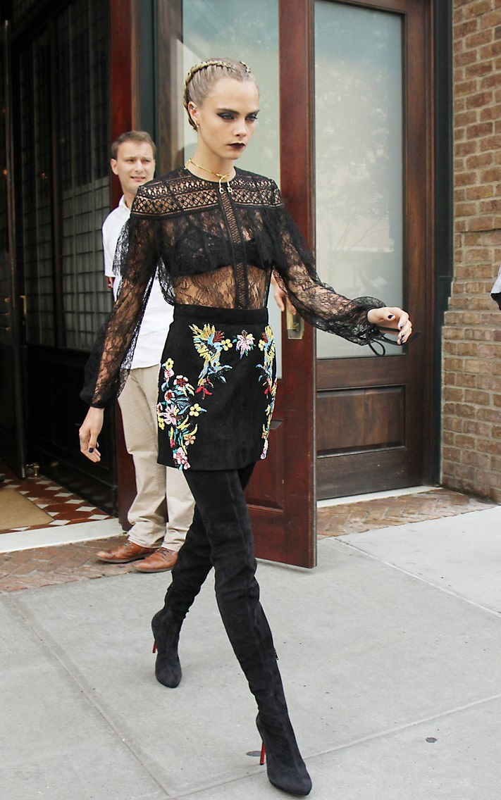 Cara delevingne leaves her hotel in nyc nude (18 photo), Boobs Celebrity fotos