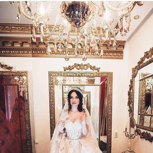 Наша прекрасная невеста в свадебном платье