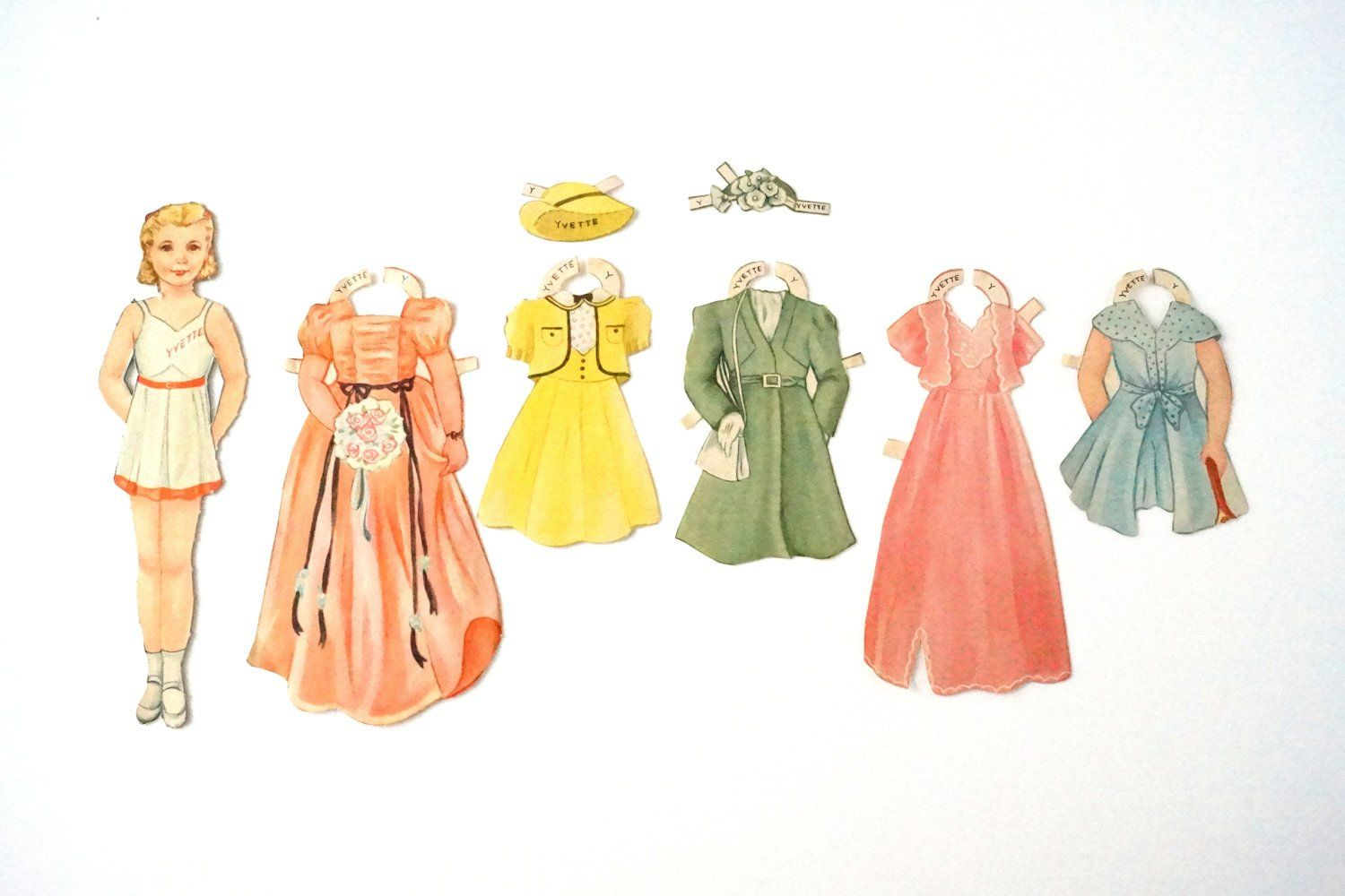 Vintage Paper Doll Set With Mother Child And Clothing 1940s Vintage Paper Doll Paper Dolls Doll Sets