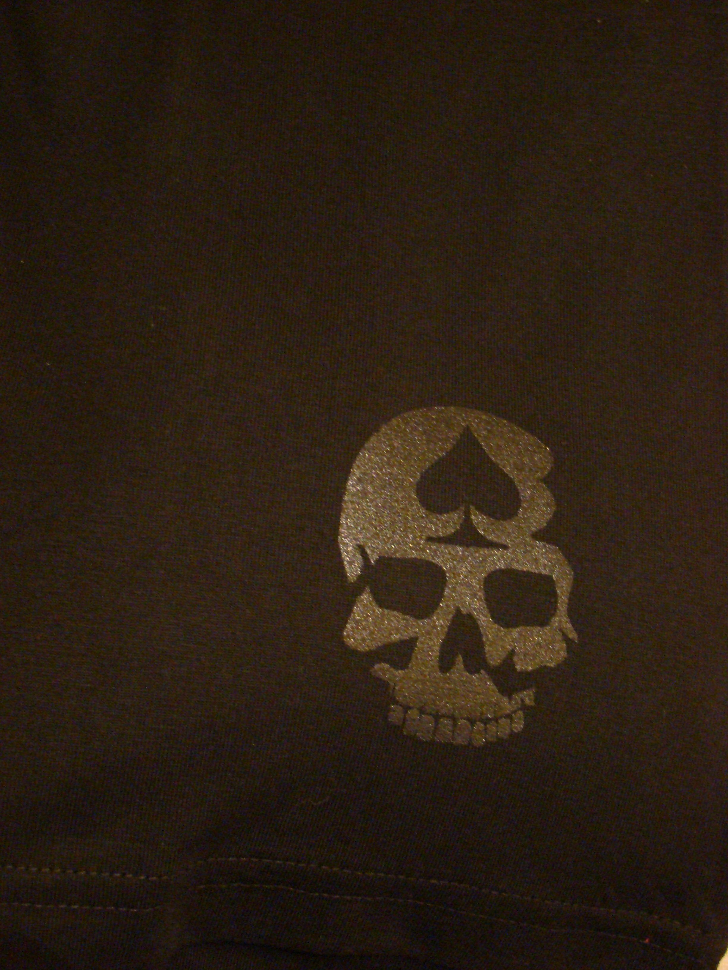 Logo en el frente de la remera